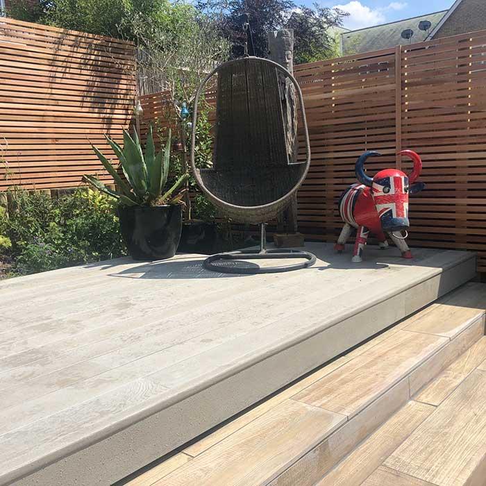 smoked-oak-millboard-wood-effect-paving-cedar-trellis-glass-balustrade-july2018-4