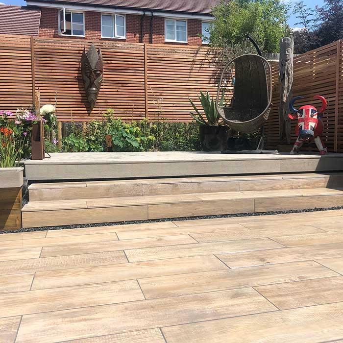 smoked-oak-millboard-wood-effect-paving-cedar-trellis-glass-balustrade-july2018-5