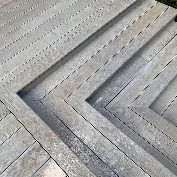 smoked-oak-millboard-decking-cedar-trellis-glass-balustrade2