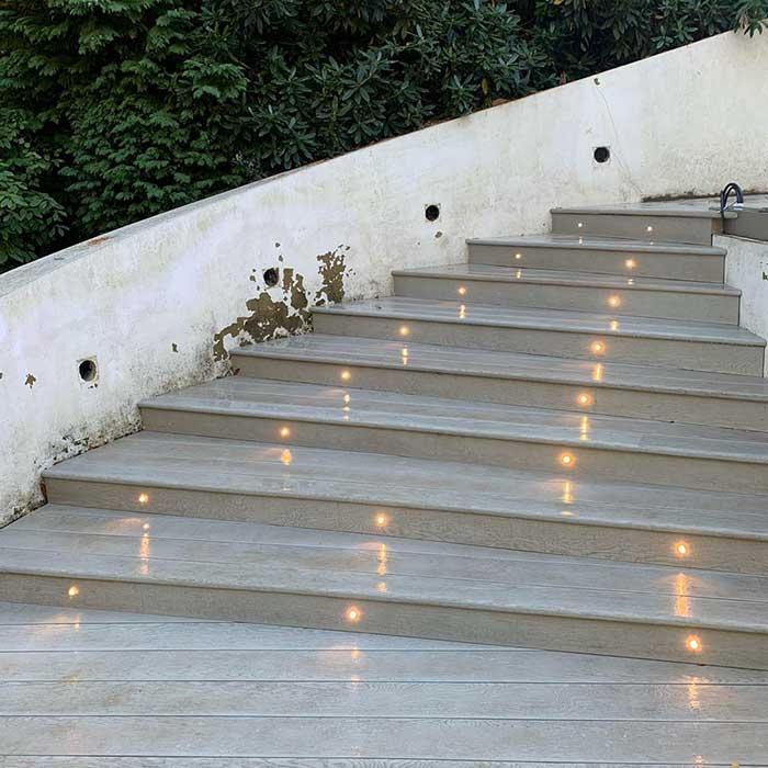 smoked-oak-millboard-decking-cedar-trellis-glass-balustrade4