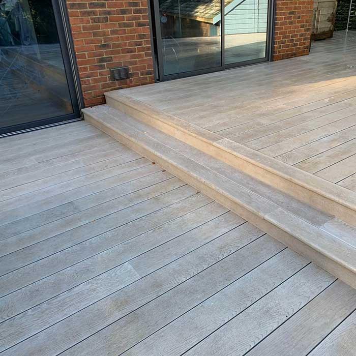 smoked-oak-millboard-decking-cedar-trellis-glass-balustrade7