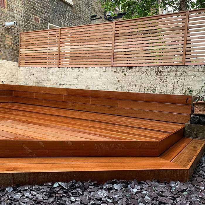 hardwood-decking-cedar-trellis-london-june2020-2